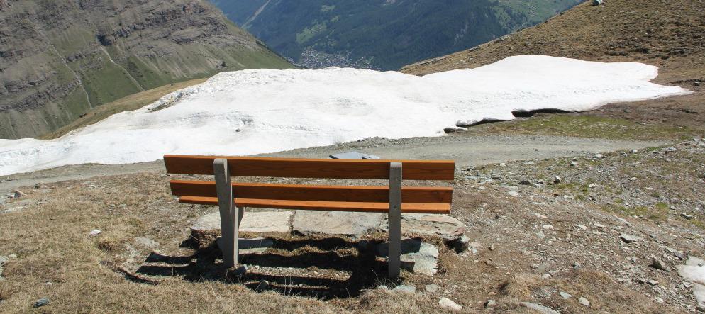 Ruhebank in Zermatt - Matterhorn von hinten