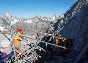 Bergbahnen Zermatt bei der Felssicherung
