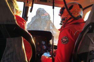 Blick aus dem Helikopter der Air Zermatt auf das Matterhorn