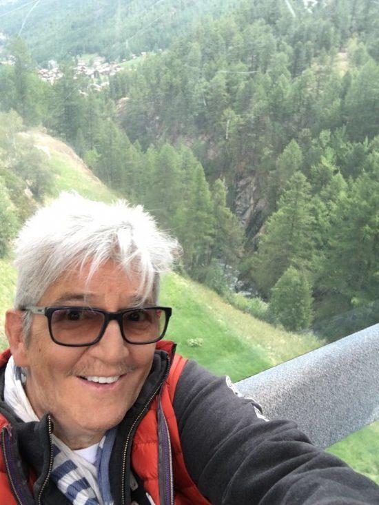 Dan Daniell macht ein Selfie in der Gondel des Matterhorn Express
