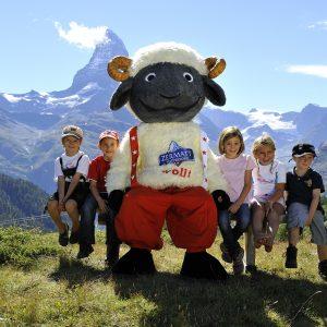 Kinder mit dem Maskottchen Wolli
