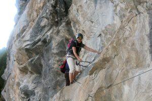 Klettersteig Schweifinen in Zermatt: über Stahltritte und Leitern