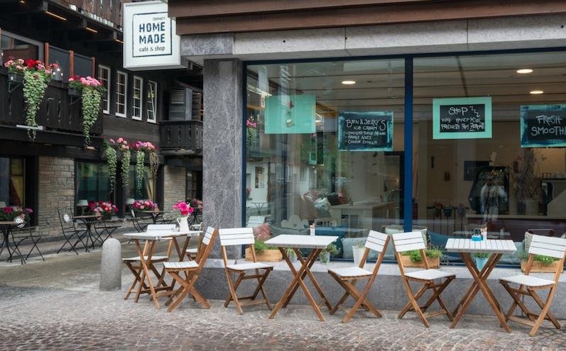 Terrasse des Cafés in Zermatt (c) Homemade Café & Shop Zermatt