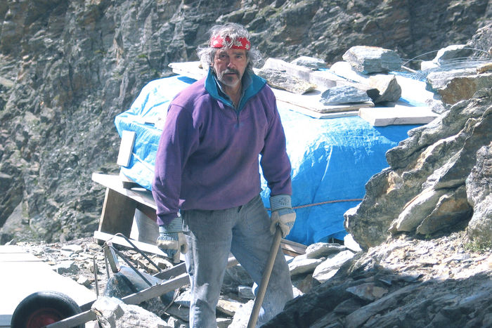 Huettenwirt der Kinhuette in Zermatt bei Randa