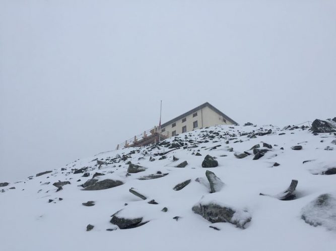 Hiking to the Hörnlihütte in snow.