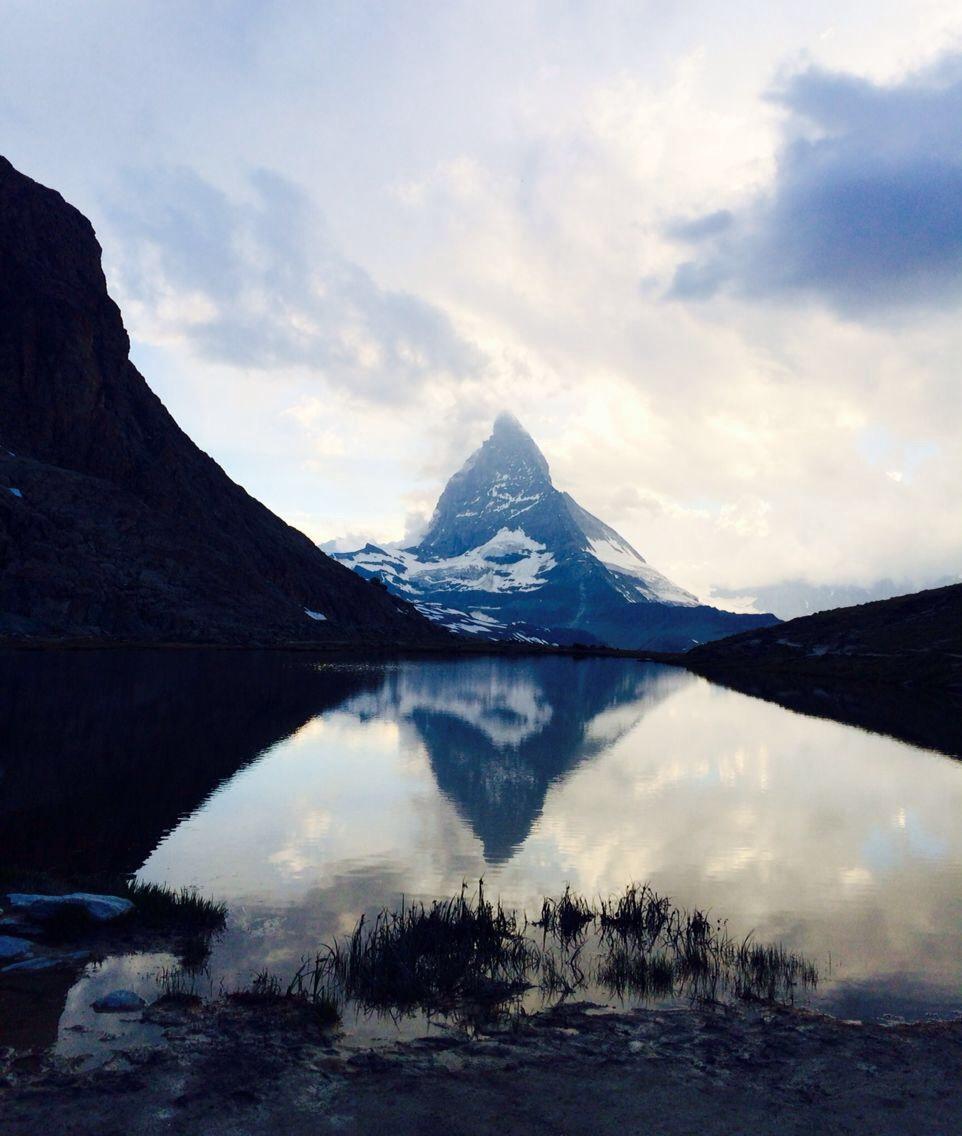 Das Matterhorn in Zermatt mit Riffelsee