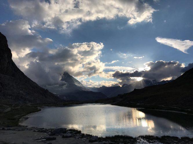 Am Riffelsee in Zermatt mit Blick auf das Matterhorn