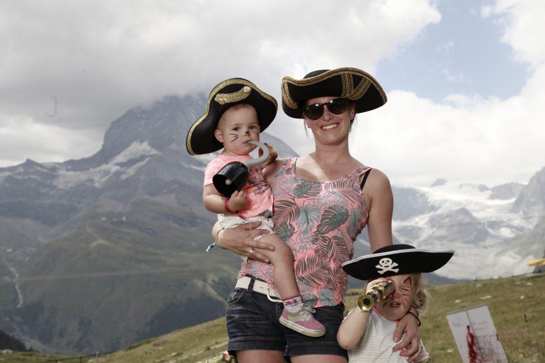 Roxanne (Moeder) met de twee kinderen als piraten