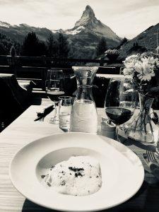 Kulinarik Wanderung von Hütte zu Hütte beim Horugüet in Zermatt