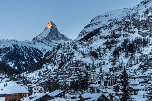 Das verschneite Dorf Zermatt