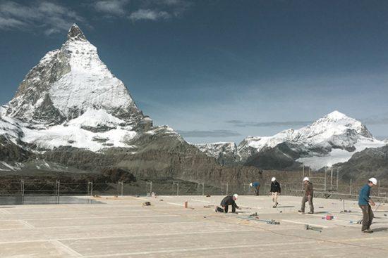 Bauarbeiter vor dem Matterhorn