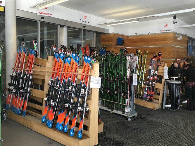 Ski testen in Zermatt - im Skitest Center bei der Station Trockener Steg