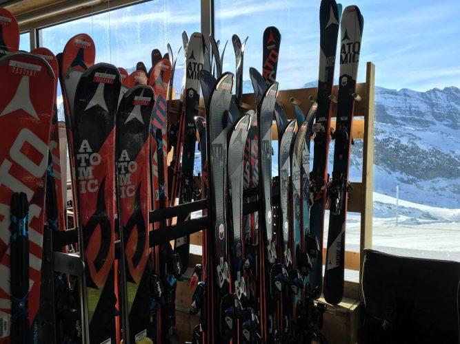 Ski-Test Center Auswahl am Gletscher