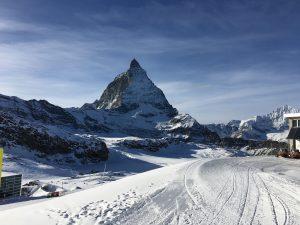 Blick auf das Matterhorn beim Skitest in Zermatt