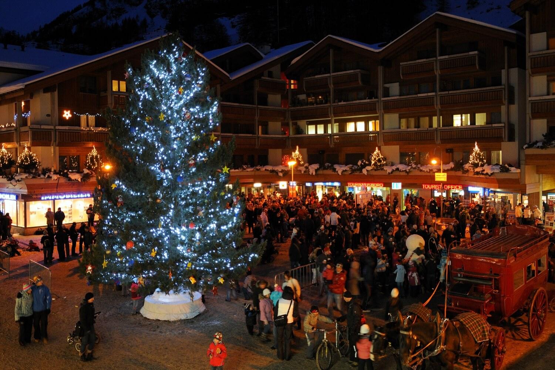 Süße Weihnachtsbilder.Zermatt Matterhorn Winter Weihnachten Einweihung Weihnachtsbaum