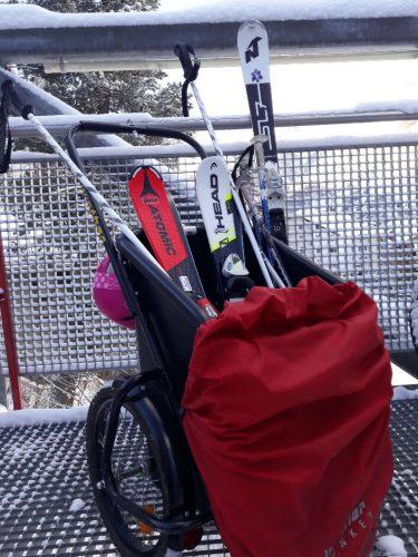 Skisportausrüstung beim Skifahren mit Kindern in Zermatt