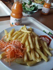 Mittagessen im Bergrestaurant in Zermatt