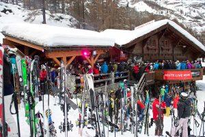 Nach dem Skifahren in der Après-Ski