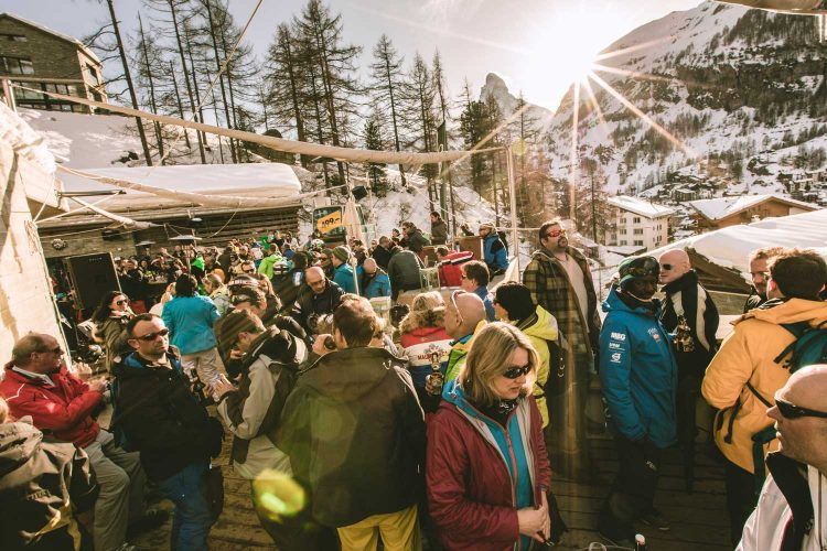 Nach dem Skifahren in die Après-Ski