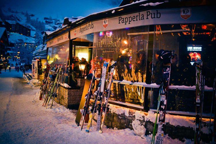 Après-Ski im Dorf Papperla Pub
