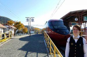 Vor dem Panoramaexpress im Bahnhof Kawaguchiko