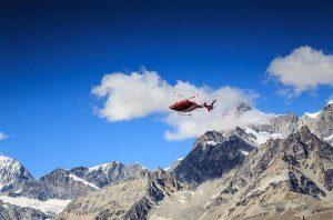 Air Zermatt Helikopter in der Luft