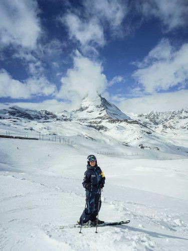 Nadine als Skilehrerin auf der Piste