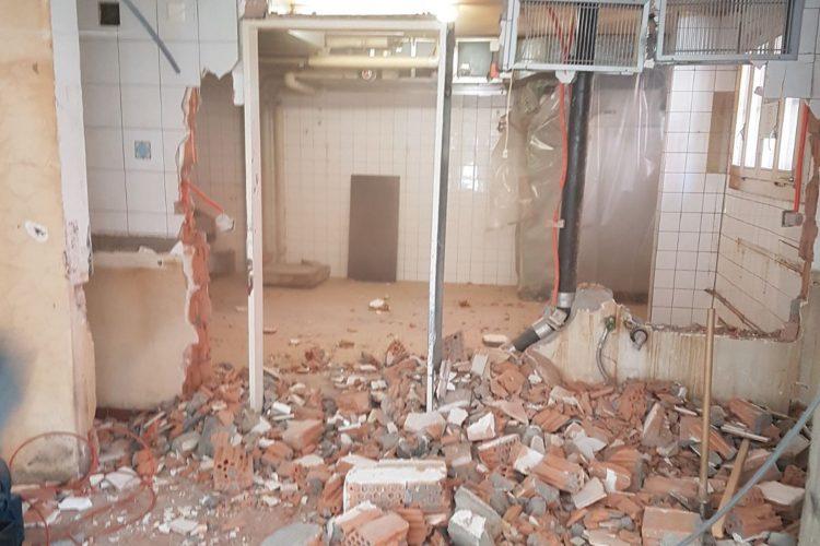 Durchbrochene Wand während dem Umbau