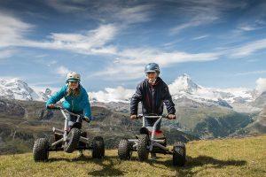 Kinder auf Mountaincarts