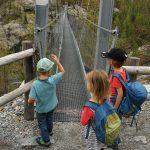Hängebrücke Furi und Spielplatz Dossen: Unser Tipp für Familien