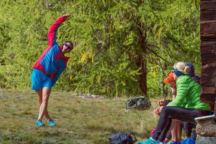 Sport und Dehnen im Wald