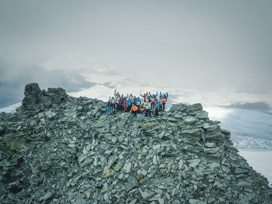 Die Festivalteilnehmer auf dem Gipfel des Breithorns.