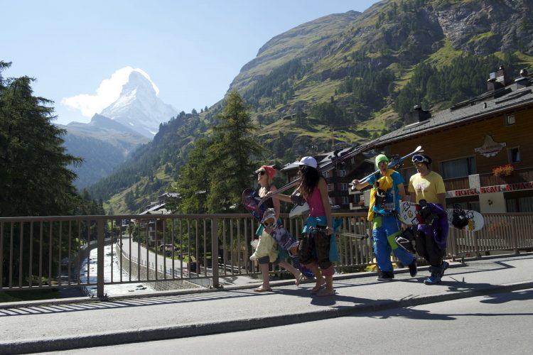 Ski à Zermatt: Une coulisse de rêve au pied du Cervin