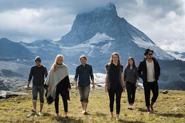 Band Mitglieder vor dem Matterhorn
