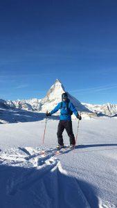 Mann beim Skifahren