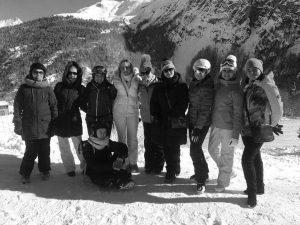 Touristengruppe im Schnee