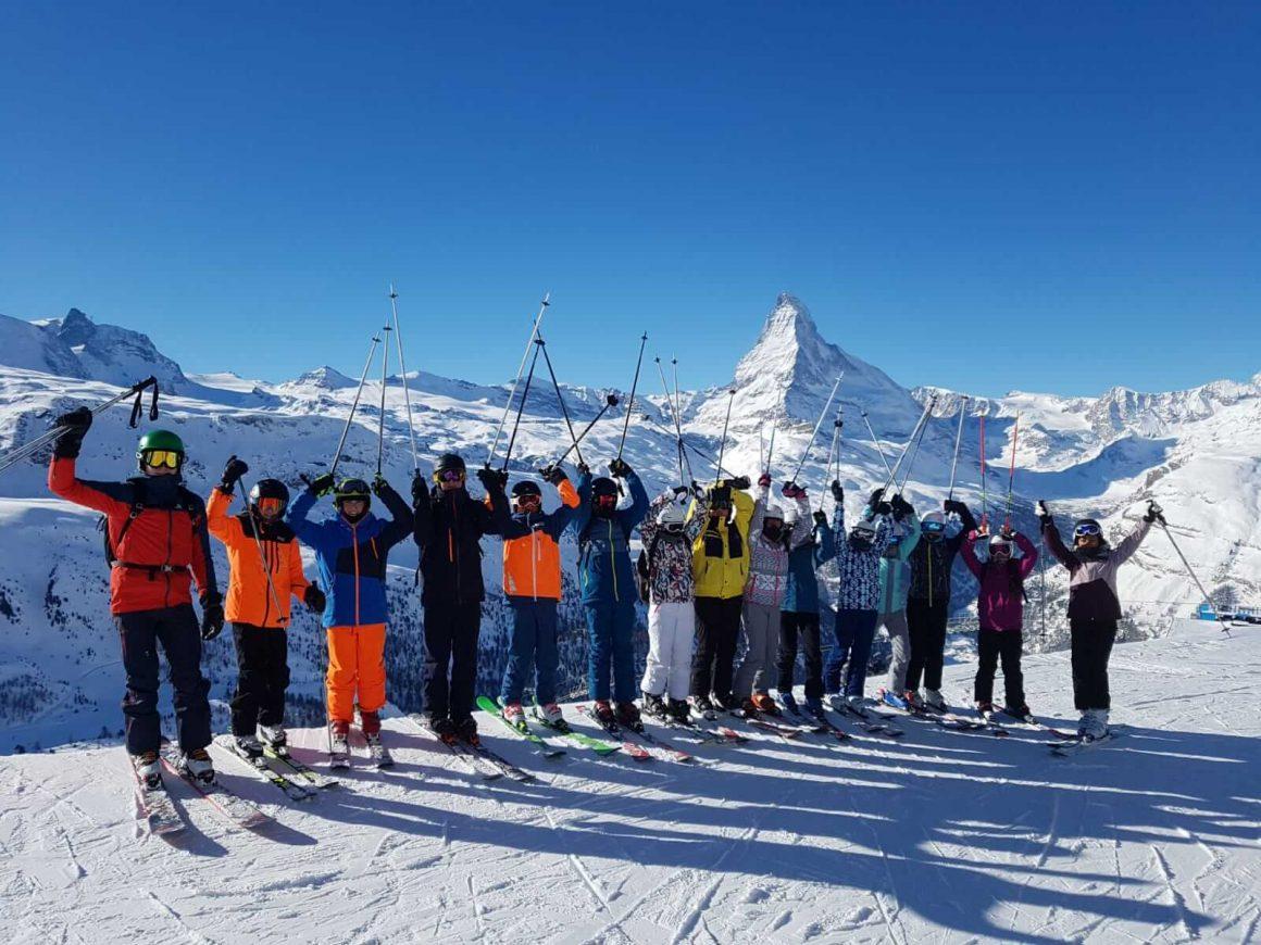 Gruppenfoto Schulklasse vor dem Matterhorn
