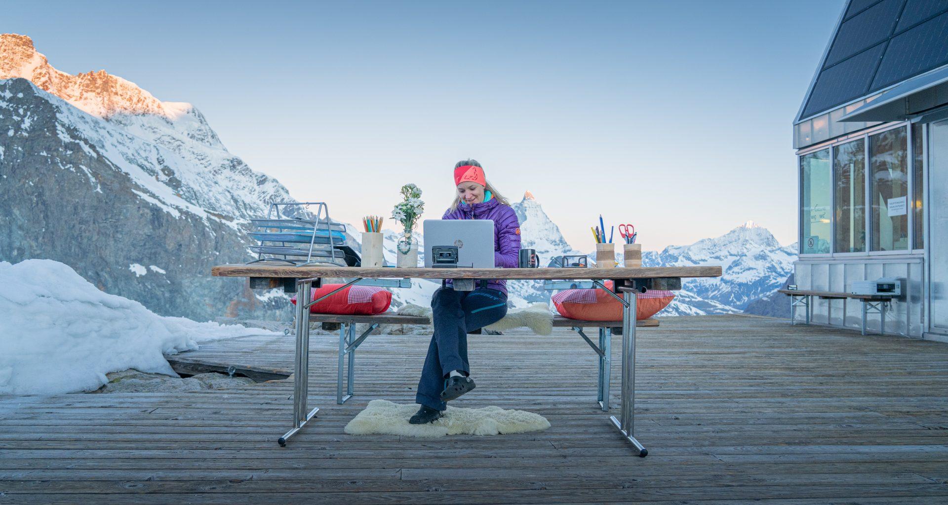 Homeoffice auf der Terrasse der Monte-Rosa Hütte