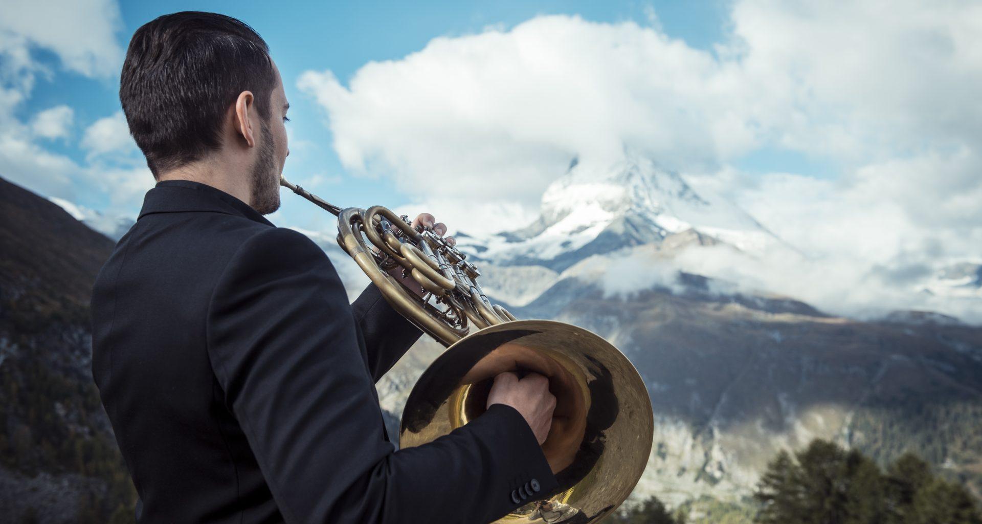 Musiker vor dem Matterhorn